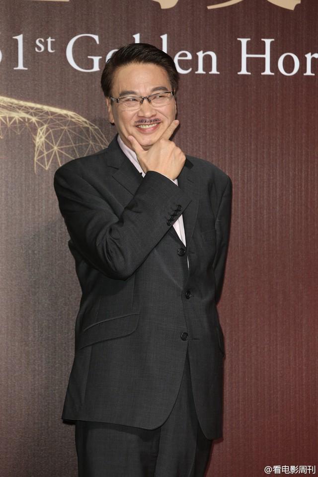 Danh hài Lưu Mạnh Đạt tạo dáng hóm hỉnh trên thảm đỏ