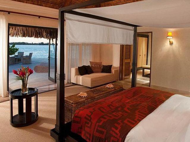 Du khách sẽ có những giấc mơ ngọt ngào trên hòn đảo thiên đường ở khu nghỉ dưỡng St. Regis Bora Bora, French Polynesia.