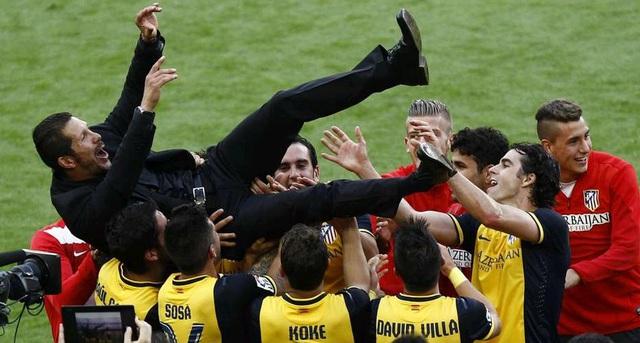 HLV Simeone đã trở thành người hùng sau khi đưa Atletico lên ngôi La Liga.