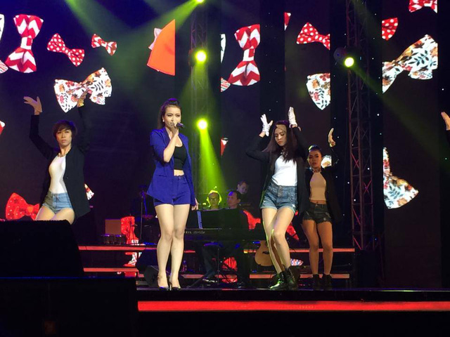 Kim Thành mở đầu Liveshow với ca khúc Không có người