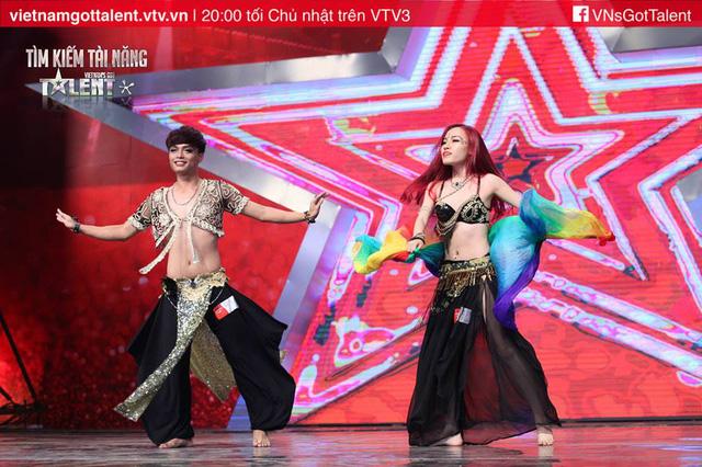 Cặp đôi belly dance Cao Hiếu - Minh Phương.
