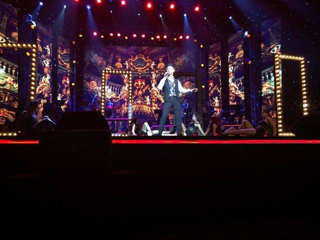 Đức Tuấn trong Liveshow Bài hát yêu thích tháng 9