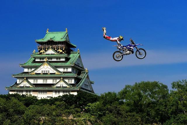Ribor Podmol của Cộng hòa Séc trình diễn trong vòng loại giải thể thao mạo hiểm Red Bull X-Fighters World Tour ở Osaka, Nhật Bản hôm 24/5. (Nguồn: Getty Images)