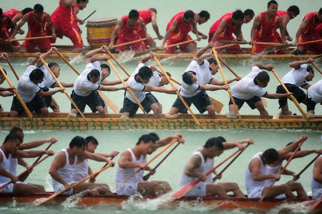 Đua thuyền rồng truyền thống ở Tongren, Trung Quốc. (Nguồn: Reuters)