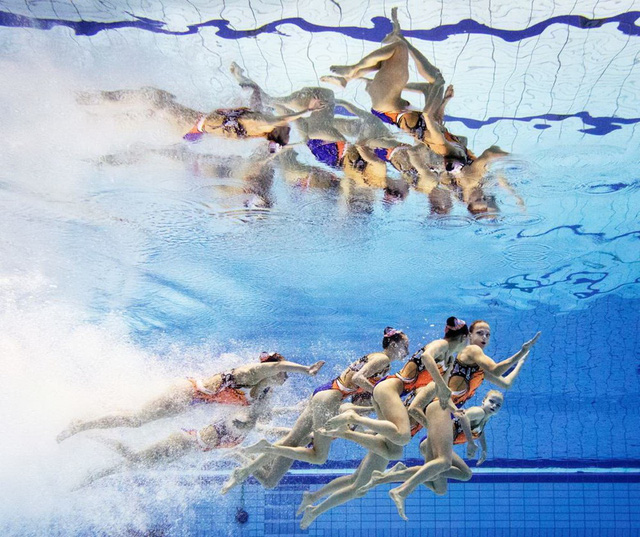 Màn trình diễn của các cô gái Belarus trong giải bơi lặn nghệ thuật thế giới ở Berlin, Đức. (Nguồn: Getty Images)