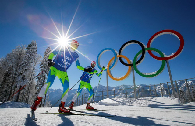 Cặp đôi vận động viên người Slovennia tham dự một cuộc đua ở Thế vận hội mùa Đông ở Sochi, Nga hôm 2/2. (Nguồn: AP)