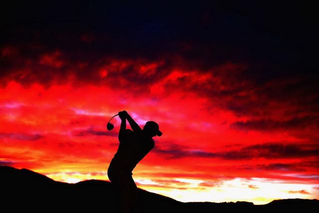 Một cú đánh của tay golf người New Zealand, Michael Hendry ở Queenstown, New Zealand hôm 27/2. (Nguồn: Getty Images)