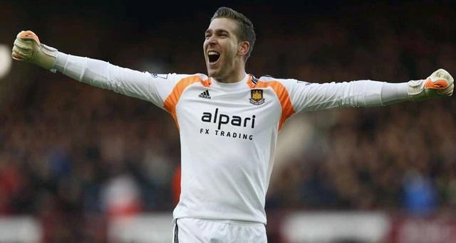 Adrian là thủ môn có nhiều pha cứu thua nhất.
