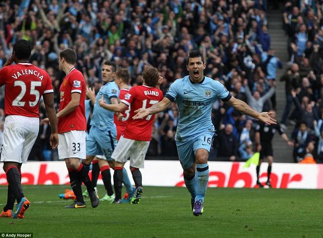 Aguero chứng tỏ bản năng ghi bàn đáng sợ khi sút tung lưới Man Utd.