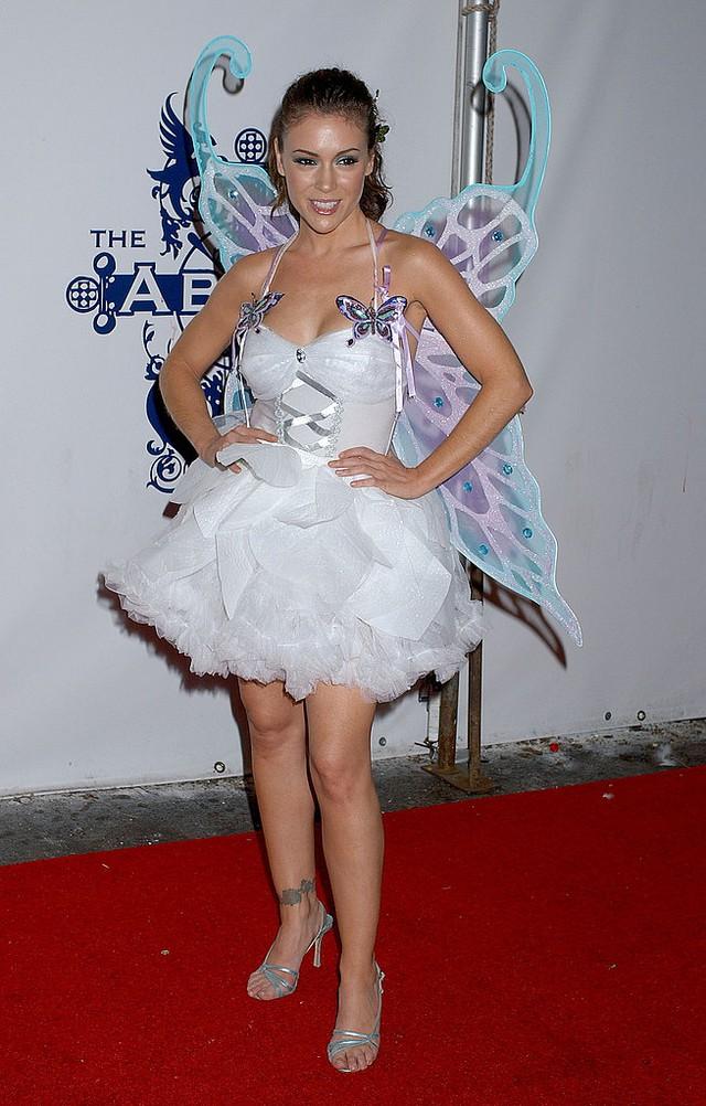 Nữ diễn viên Phép thuật Alyssa Milano trong bộ cánh cô tiên