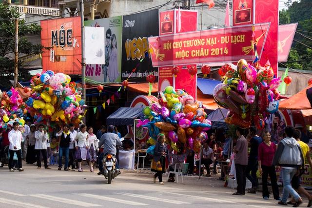 Có rất nhiều hoạt động được tổ chức trong ngày lễ này như Hội chợ,...
