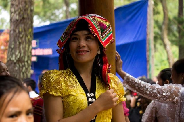 Nét rạng ngời của một cô gái Thái trong ngày Tết Độc lập.