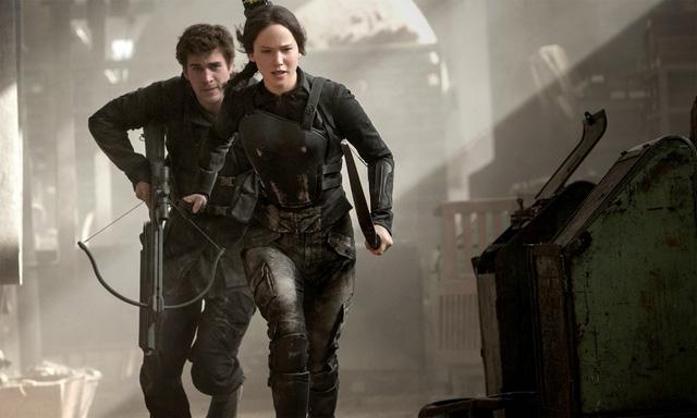 Bộ đồ chiến đấu là trang phục xuất hiện nhiều nhát trong The Hunger Games: Mockingjay.