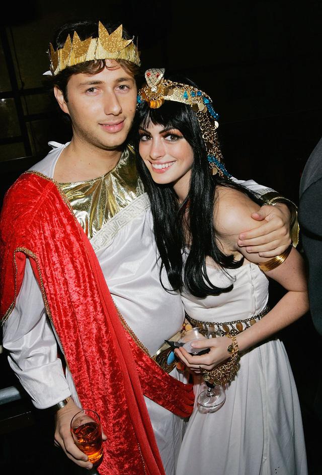 Anne Hathaway và Raffaello Follieri đóng vai những quý tộc Hy Lạp cổ đại