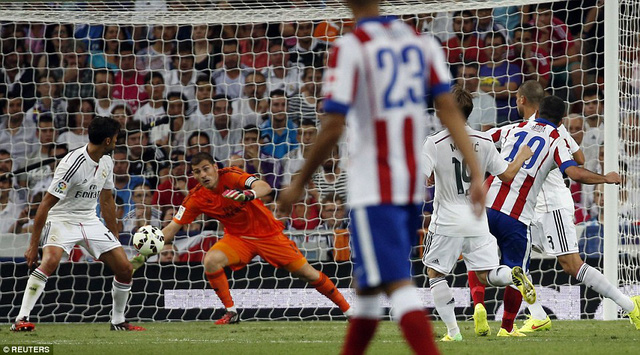 Arda Turan  ấn định tỷ số 2 - 1 cho Atletico Madrid