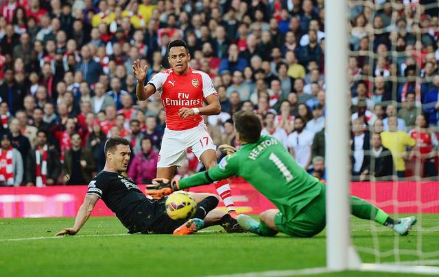 Còn tại Emirates, Arsenal tỏ ra quá mạnh so với lính mới Burnley.
