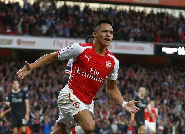 Pháo thủ nhấn chìm đội khách với 3 bàn không gỡ, trong đó có 1 cú đúp của ngôi sao sáng giá Alexis Sanchez.