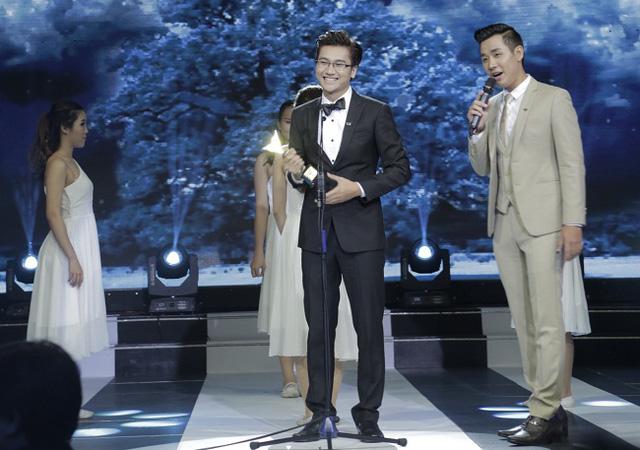 Công Tố nhận giải MC ấn tượng tại Lễ trao giải Ấn tượng VTV 2014