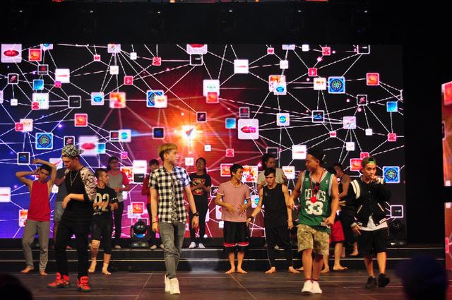 Nhóm FB Boy và Oplus sẽ cùng nhau biểu diễn trong mục tiết mục.
