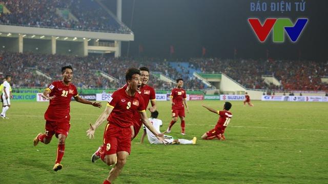 Công Vinh (số 9) tỏ ra rất sung sức trước trận bán kết. Ảnh Minh Nguyễn