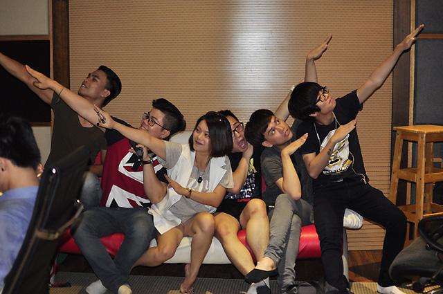 Dương Trường Giang, Đinh Mạnh Ninh, Hải Yến Idol, Trung Quân Idol, Nguyễn Trần Trung Quân và Bùi Anh Tuấn.