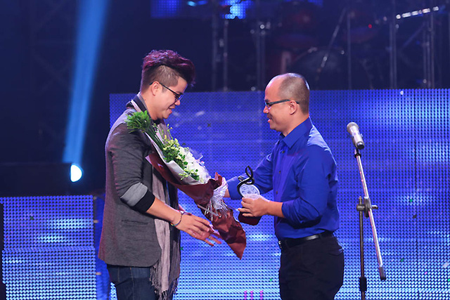 Đinh Mạnh Ninh là tác giả nhận được giải thưởng cao nhất của Bài hát Việt tháng 11 - Bài hát của tháng do Hội đồng thẩm định bình chọn.