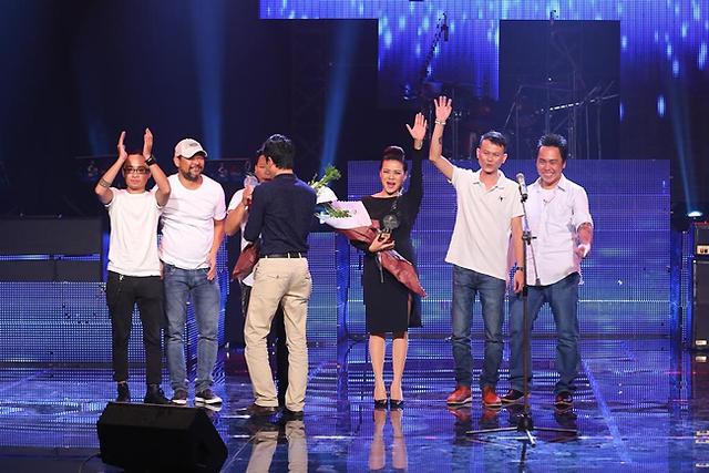 Ban nhạc Hạc San và ca sĩ Nguyễn Hải Yến nhận giải Nhạc sĩ phối khí hiệu quả và Ca sĩ thể hiện hiệu quả từ nhạc sĩ Đỗ Bảo.