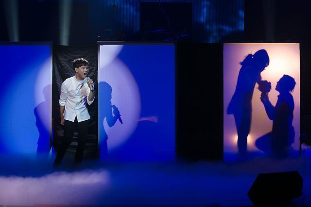 Nguyễn Trần Trung Quân mở màn Bài hát Việt tháng 11 với ca khúc Ngày khát của tác giả Huyền Sambi. Đây là ca khúc đã giành giải cao nhất Bài hát của tháng trong liveshow Bài hát Việt tháng 10.