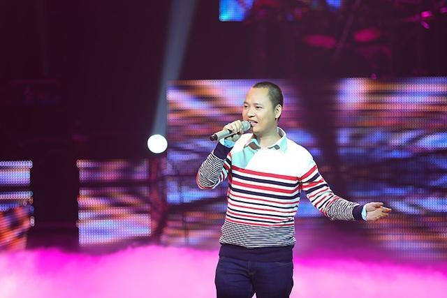 Nguyễn Hải Phong thể hiện ca khúc Ba kể con nghe trên sân khấu BHV. Đây là ca khúc được Hải Phong viết tặng cho cậu con trai nhỏ. Cách thể hiện mộc mạc của anh đã dành được thiện cảm đặc biệt của người nghe.