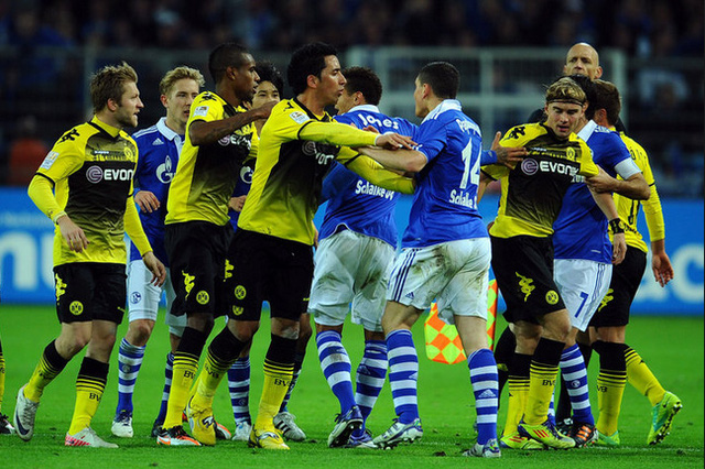 Trận đấu giữa Schalke 04 vs Dortmund luôn rất nóng