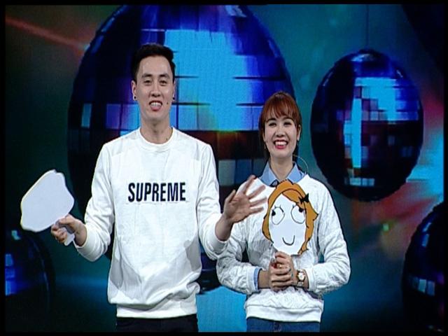 Chàng MC hóm hỉnh Hoàng Kiên (trái)