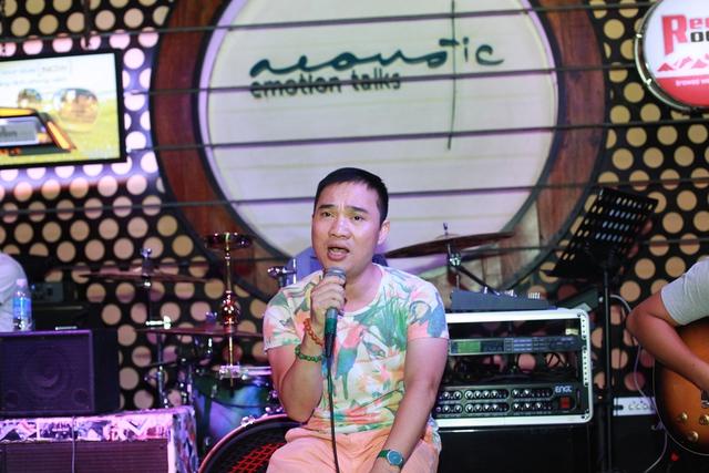 Quang Linh luyện tập cùng band
