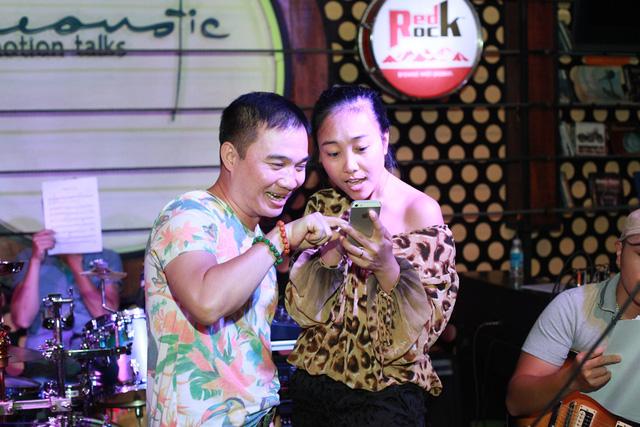 Đoan Trang khoe ảnh con gái cùng chồng Quang Linh