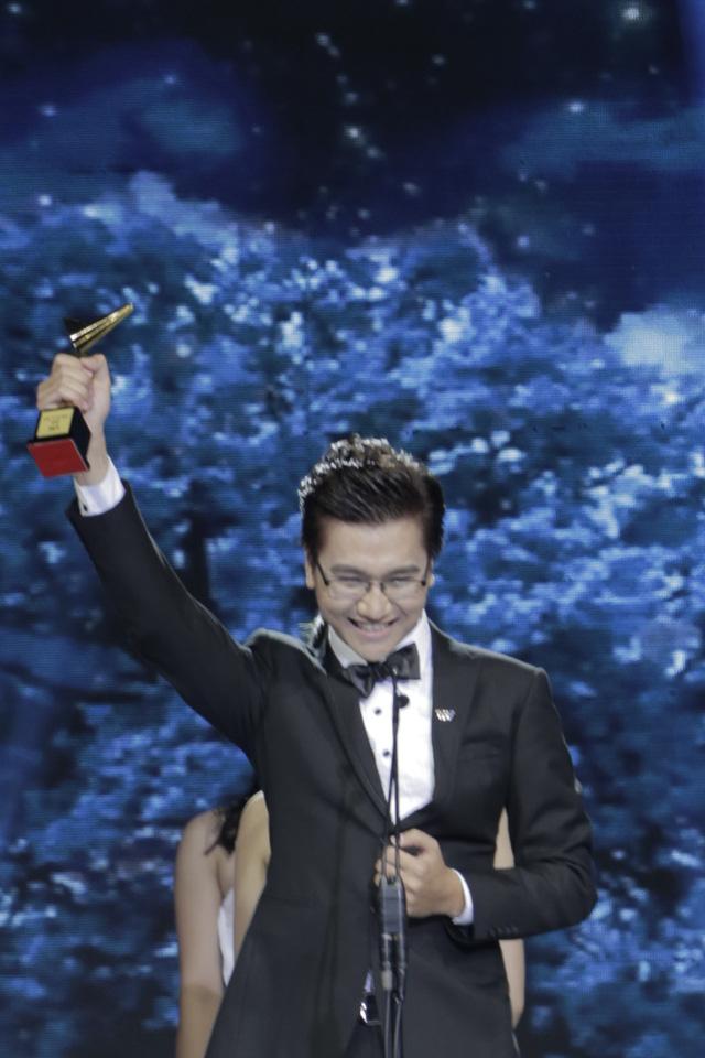 Công Tố nhận giải MC Ấn tượng