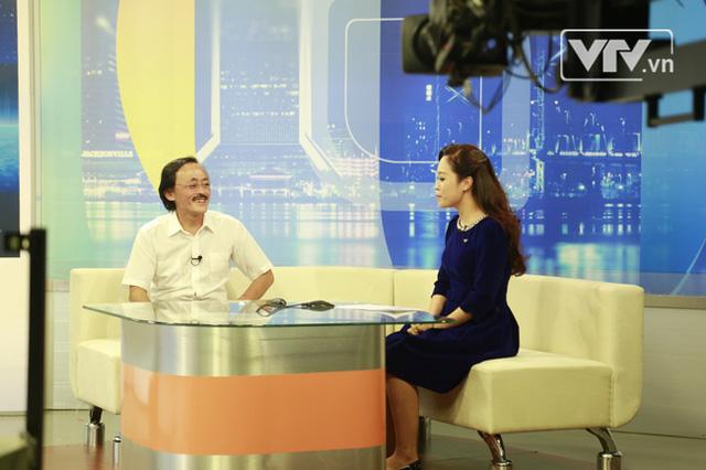BTV Minh Trang vừa hô biến ra trò chuyện cùng nghệ sỹ Giang Còi trong tích tắc.