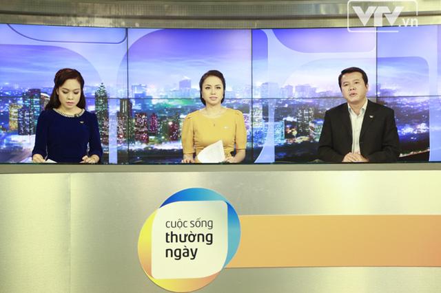 Từ trái sang phải là 3 BTV: Minh Trang, Minh Ngân và Xuân Sơn - những người dẫn chương trình trong số đầu tiên của Cuộc sống thường ngày theo format mới.