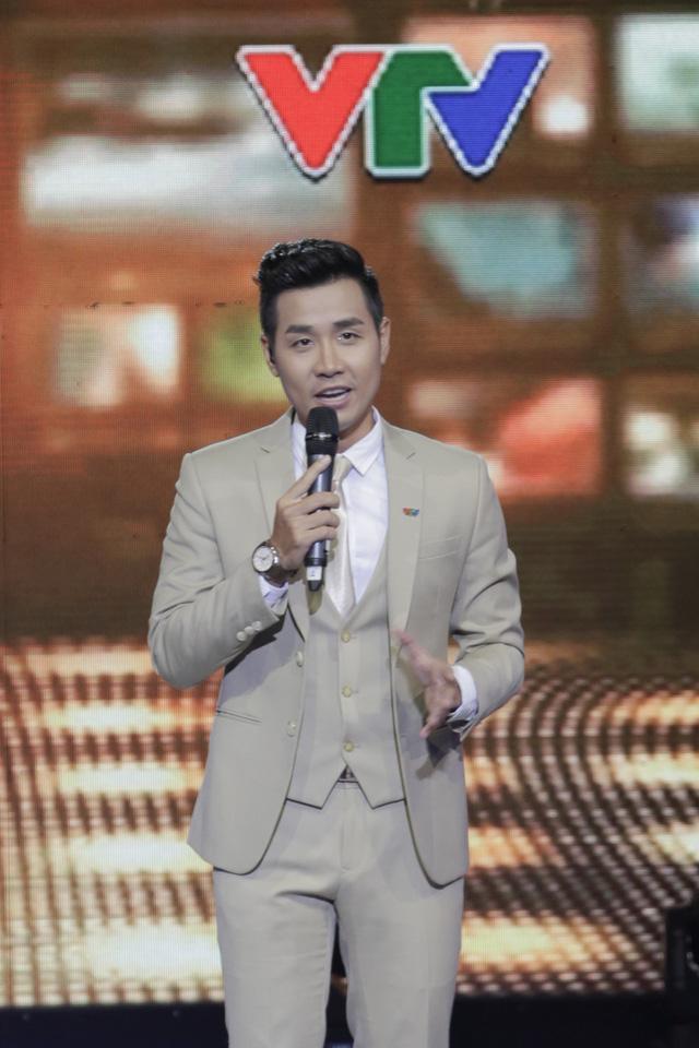 MC Nguyên Khang - Người dẫn chính trong Lễ trao giải Ấn tượng VTV