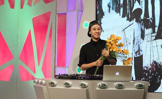 DJ Minh Trí không chỉ góp mặt trong chương trình Bữa trưa vui vẻ, anh hiện còn là MC của Vũ điệu xanh đang lên sóng trên VTV6