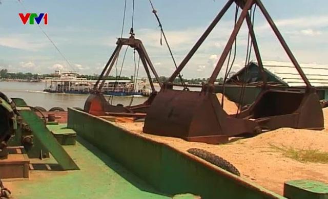 Trong thời gian đương nhiệm, hai lãnh đạo huyện Hồng Ngự đã dung túng cho Công ty Ngự Bình khai thác cát trái phép.
