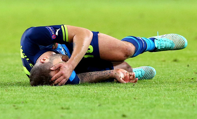Dù tỏ ra rất đau đớn song Wilshere vẫn phải gắng gượng cho tới hết trận trong bối cảnh Arsenal đã sử dụng hết 3 sự thay đổi người.