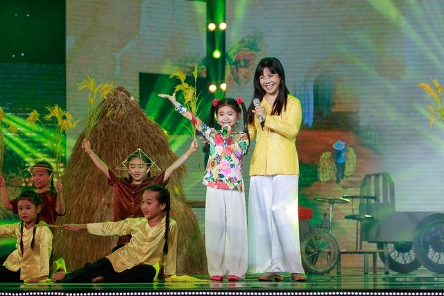 NSƯT Ánh Tuyết cùng cô bé Trang Thư