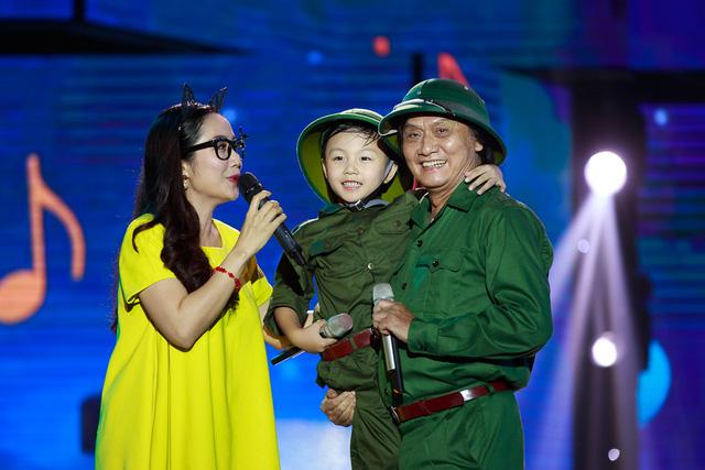 Bé Hoài Nam và ca sĩ Quang Lý