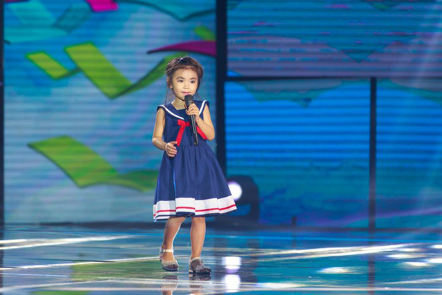 Cô bé Quỳnh Đan nhận giải Gương mặt đáng yêu nhất