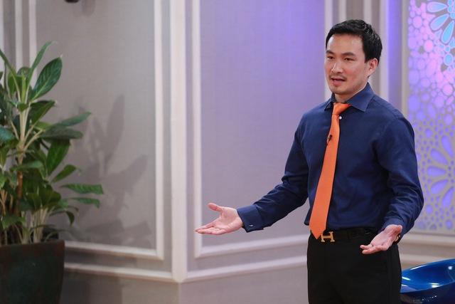 Diễn viên Chi Bảo chia sẻ quan điểm về từ thiện với các thí sinh