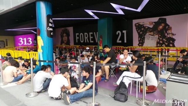 Người dùng chờ iPhone 6 tại Singapore