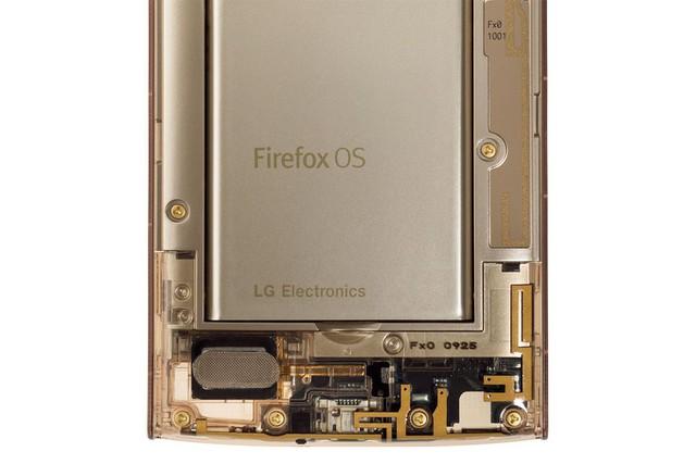 Tên hệ điều hành Firefox OS được in nổi bật trên pin của sản phẩm