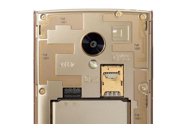 Fx0 sở hữu camera chính có độ phân giải 8 MP