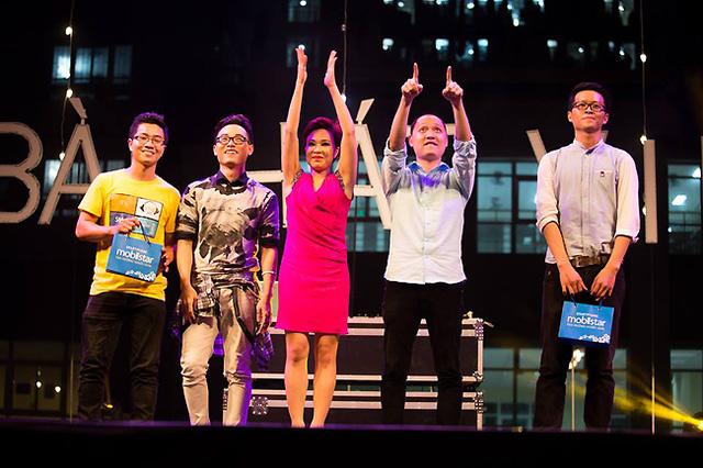 Ca sĩ Trúc Nhân, Uyên Linh và nhạc sĩ Nguyễn Hải Phong khuấy động không khí đêm gala.