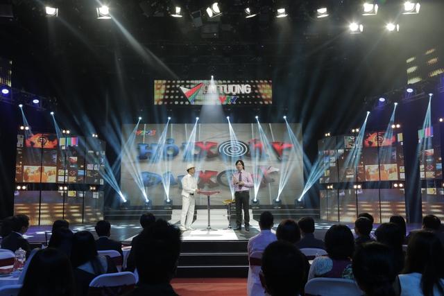 Tiến sĩ Xoáy và Giáo sư Xoay tái hợp khuấy động sân khấu Ấn tượng VTV 2014.