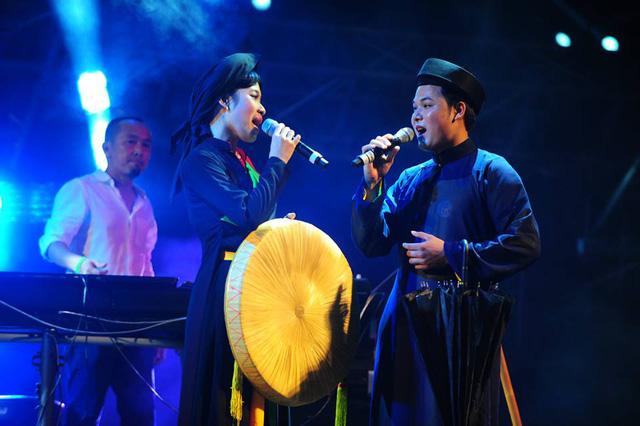 Những làn điệu quan họ rất truyền thống kết hợp hài hòa với âm nhạc hiện đại...